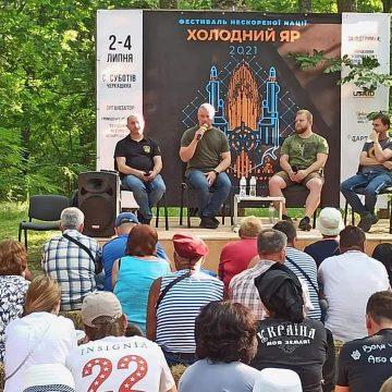 Про можливість чи не можливість вибити російських окупантів у 2014 році і зараз у 2021-му – дискусія в Холодному яру